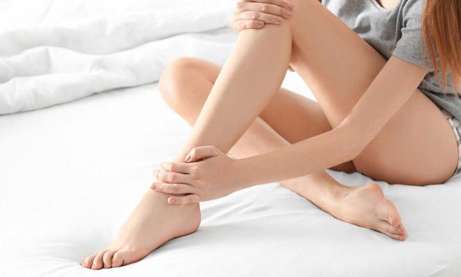 piernas depiladas de mujer